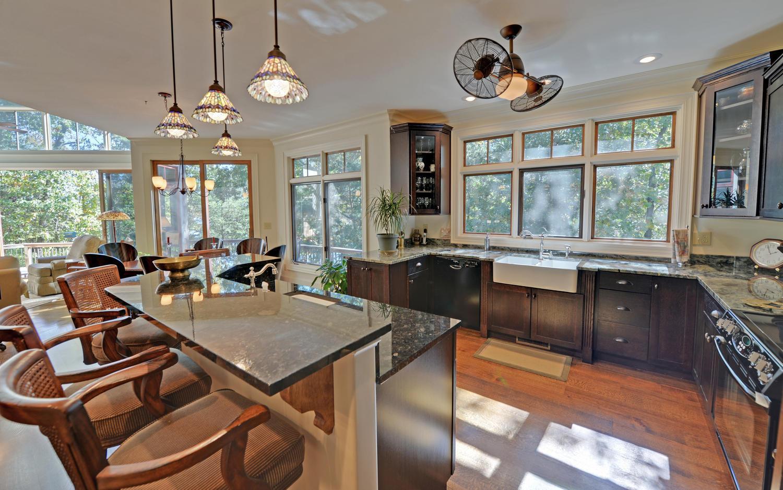 CUSTOM LAKE HOME-large-007-7-Kitchen-1500x938-72dpi