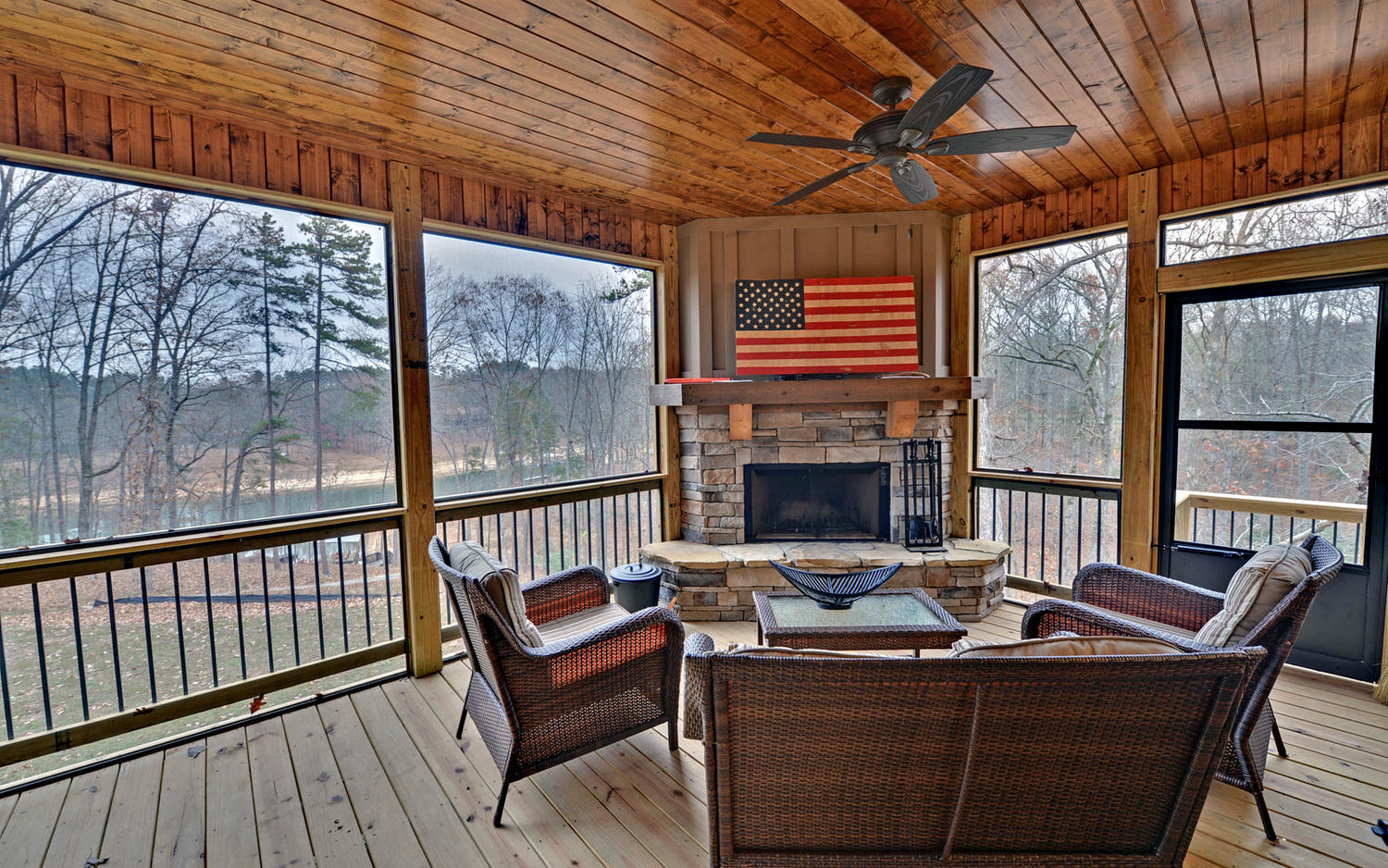 Lindy Lane Hartwell GA 30643-large-008-8-Screened Porch-1500x938-72dpi