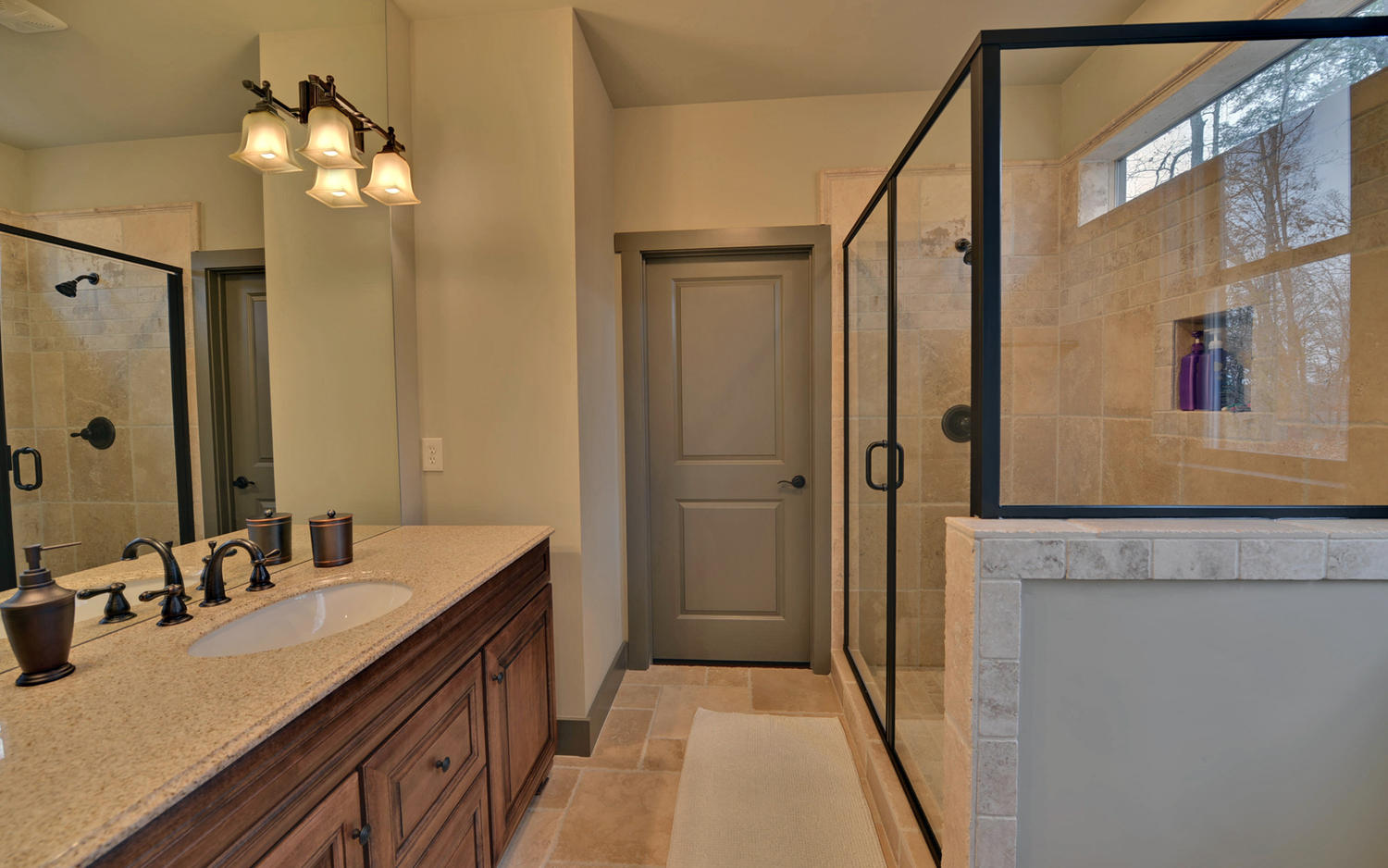 Lindy Lane Hartwell GA 30643-large-012-12-Master Bath-1500x938-72dpi