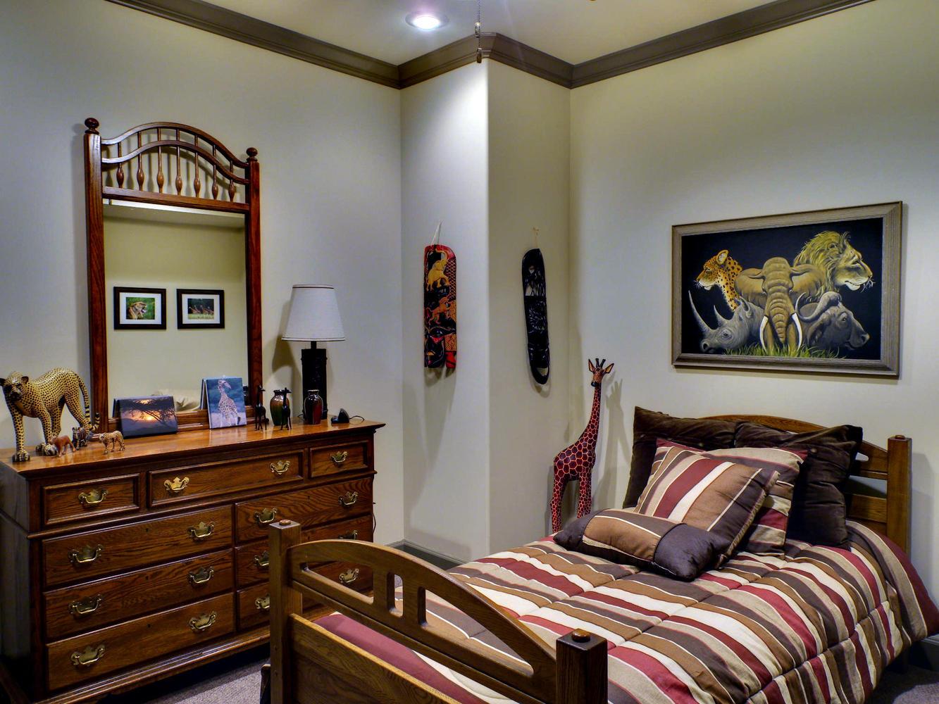 Portfolio 4-large-020-20-Lower Bedroom-1333x1000-72dpi