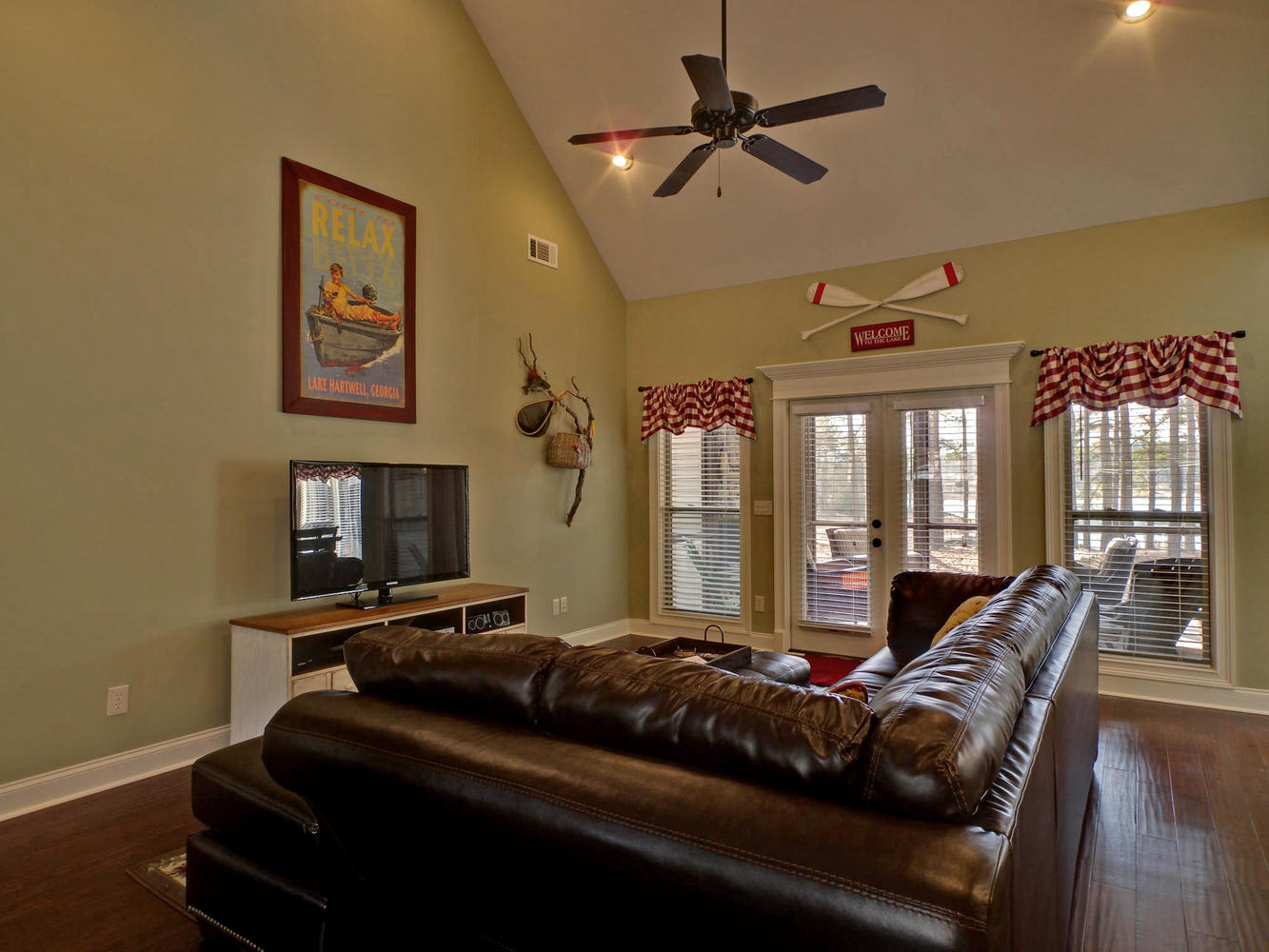 Portfolio 5-large-005-5-Living Room-1333x1000-72dpi