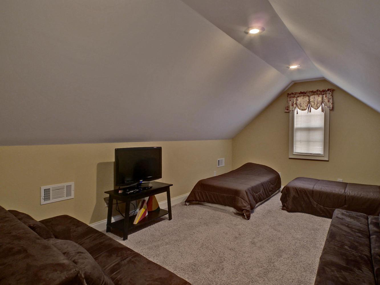 Portfolio 5-large-018-18-Bonus Room-1333x1000-72dpi